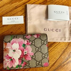 Gucci bloom pink wallet AUTHENTIC
